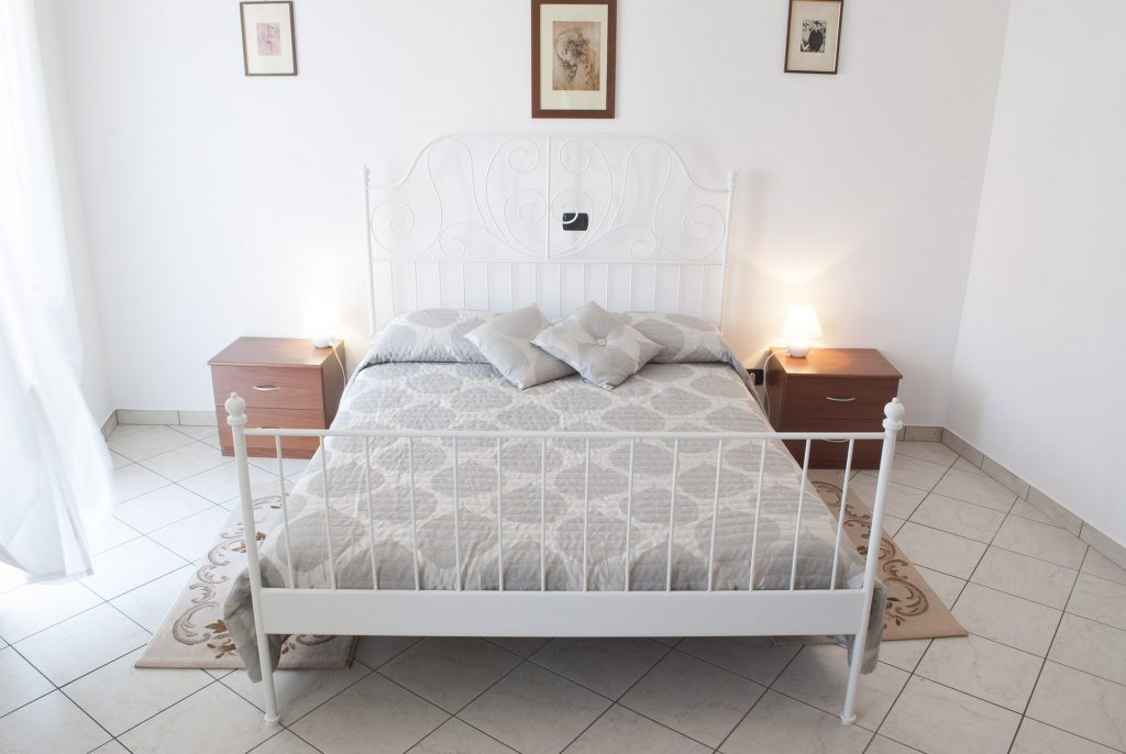 Casa Vacanze Fusina (Dogliani) - Appartamento Pianezzo: Camera da Letto