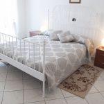 Casa Vacanze Fusina (Dogliani) – Appartamento Pianezzo: Camera da Letto